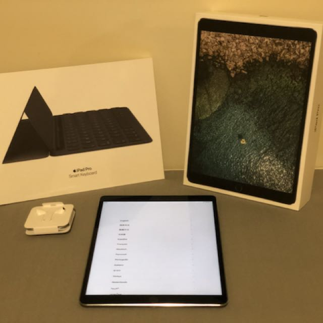 10.5-inch iPad Pro 256GB Space Gray + Smart Keyboard