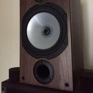 Monitor Audio MR2 Walnut Bookshelf  speaker