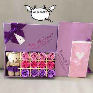 🎁For those who ❤️ tri colours roses gift set 🎁IDEAL GIFT FOR VALENTINE'S DAY/BIRTHDAY/ANNIVERSARY 🌹🌷12 stalks of scented soap roses 🌹+ a cutie bear 😄*FREE greeting card & matching carrier 👏🏻Do refer to photos (real actual photos taken!)