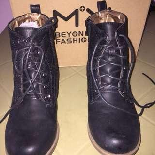 Highcut boots