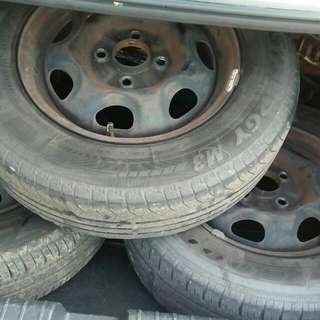 Tyre size 13 with spotrim (2nd hand)
