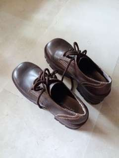 Size 7 leather-like autumn shoes