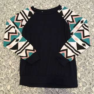 PULLOVER WITH PASTEL GEOMETRIC SLEEVES