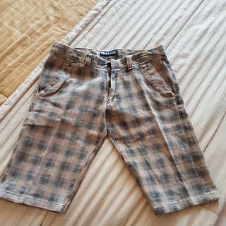 Celana pendek kotak