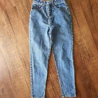 Vintage af mom mum jeans - Mint Condtition - A beautiful medium wash blue. Very cute tag on inside as well as on the bum