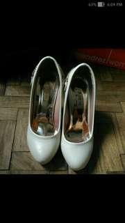White Pump Heels with Chains design