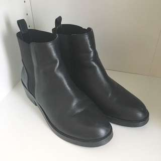 STEVE MADDEN SHORT LEATHER BOOTS BLACK