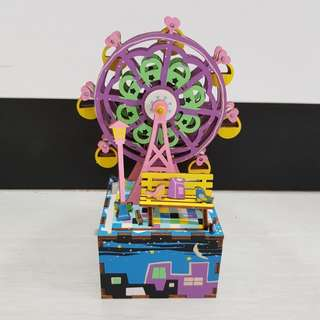DIY Rotating Wooden Ferris Wheel w/Music