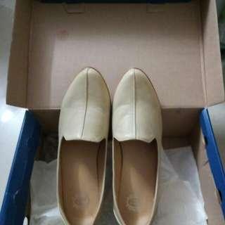 杏色皮鞋size 41碼