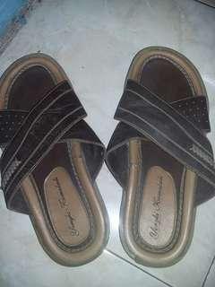 Sandal cowok Yongki Komaladi