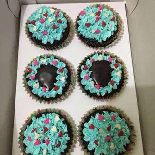 chocolate cupcakes (homemade)