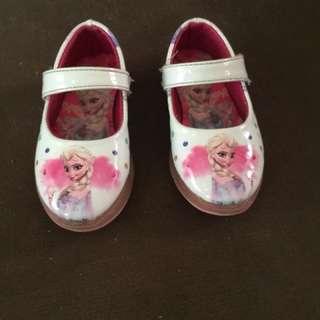 Sepatu fantopel frozen nyala