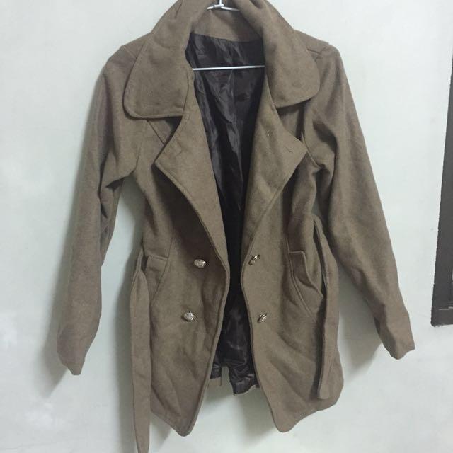 淺棕色大衣外套