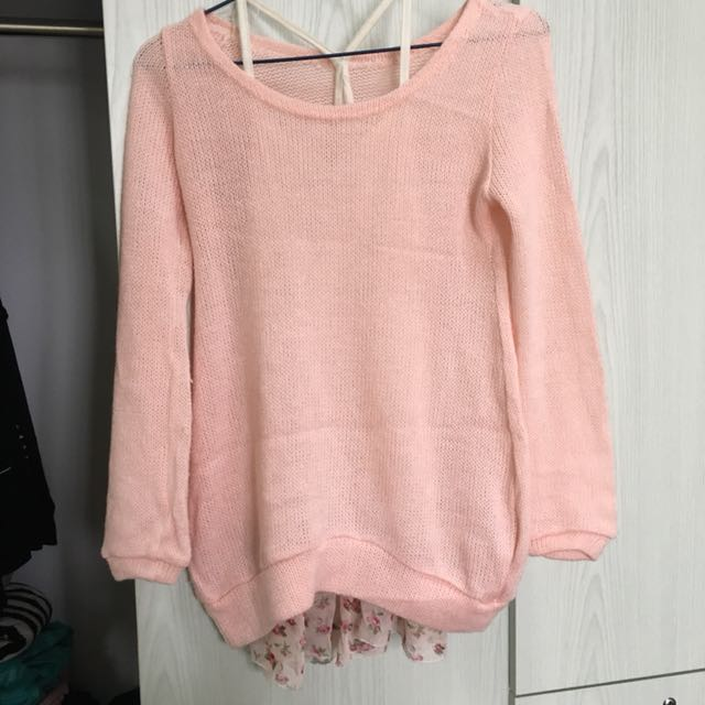 日系粉紅色毛衣連白色碎花打底衫