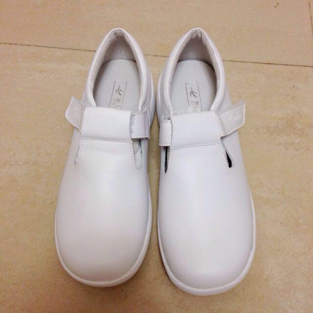 (全新/降價)復古魔鬼氈小白鞋💓
