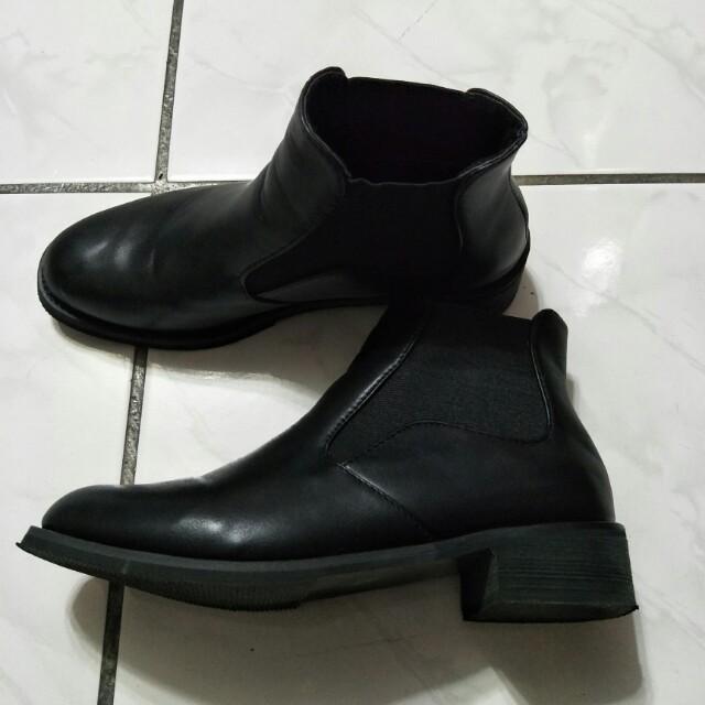 英倫風黑色短靴 36號