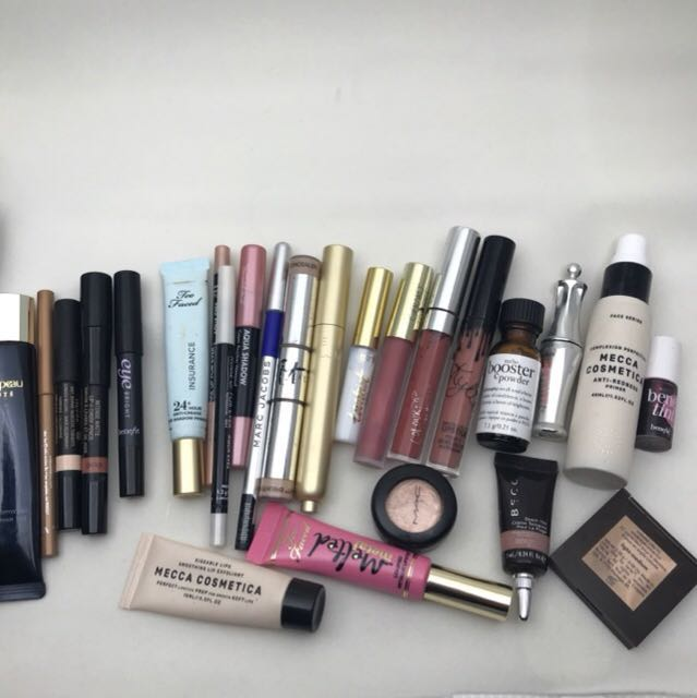 Assorted makeups. Bundle. Make an offer all in good condition!!!!