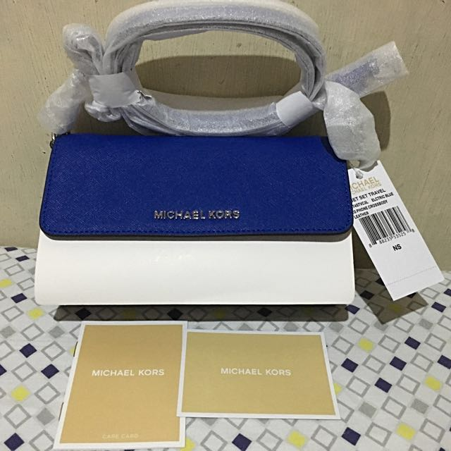 Authentic Michael Kors  Jet Set Saffiano Leather Smartphone Crossbody