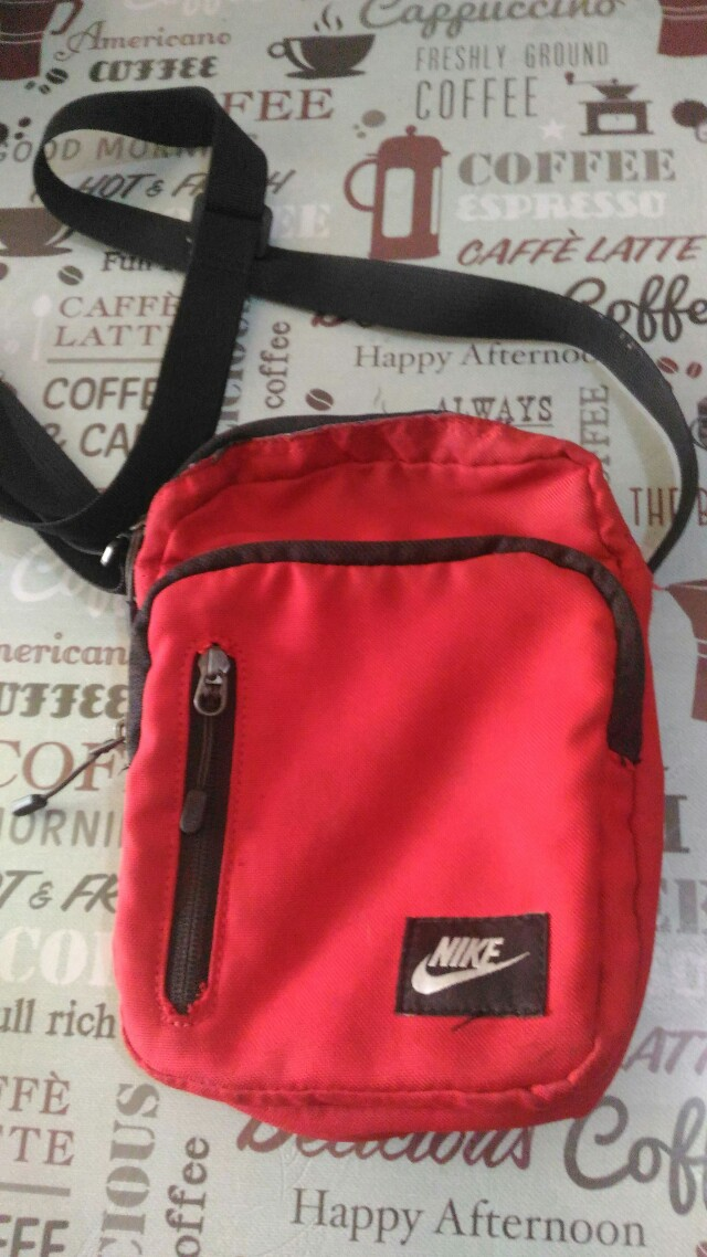 Authentic nike sling bag, Men s Fashion, Bags   Wallets on Carousell a2c03c4666