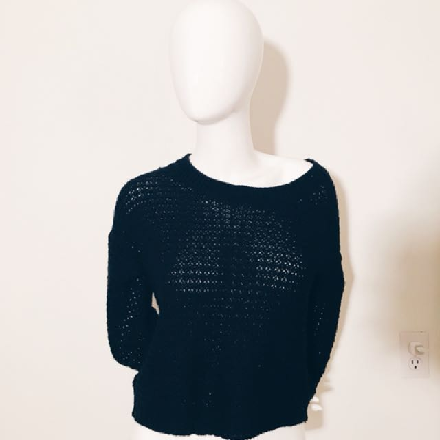 Black Cropped knitted sweater