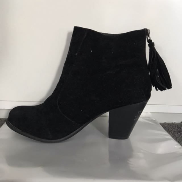 Black tassel boots
