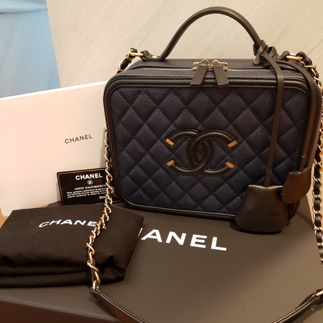c83bb7ae79da Chanel ❤ Large Vanity Case Bag, Luxury, Bags & Wallets on Carousell