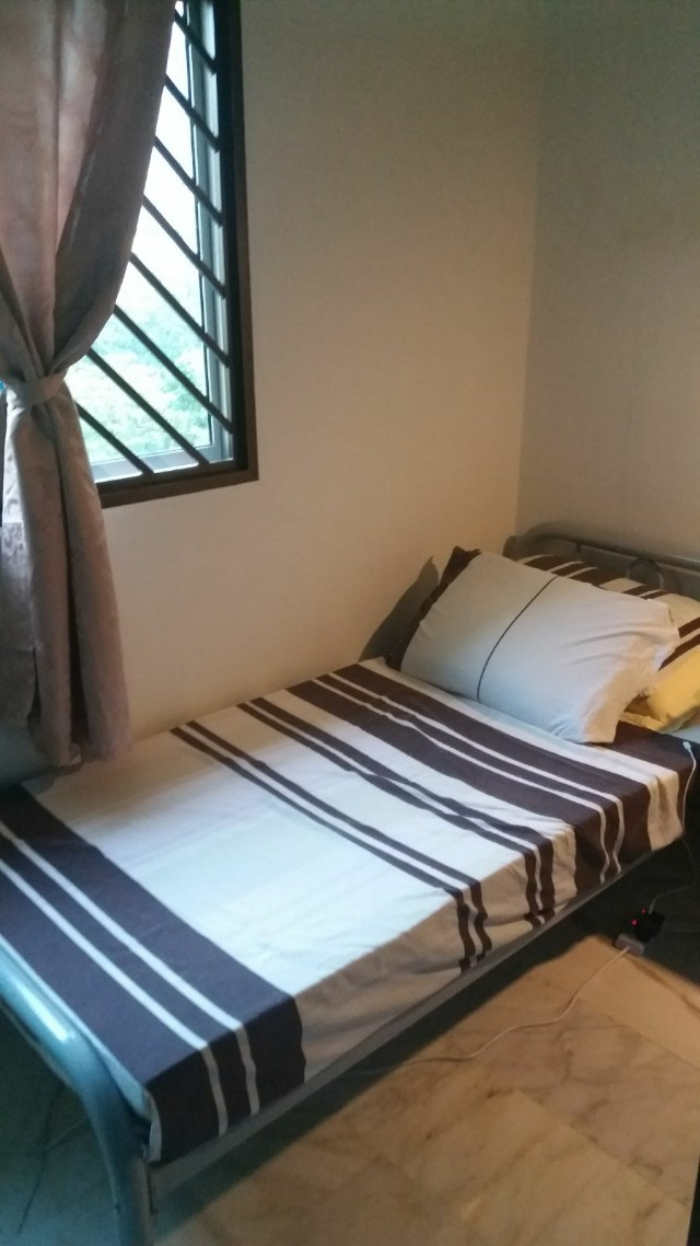 Common Bedroom or Master Bedroom Ang Mo Kio Ave 3