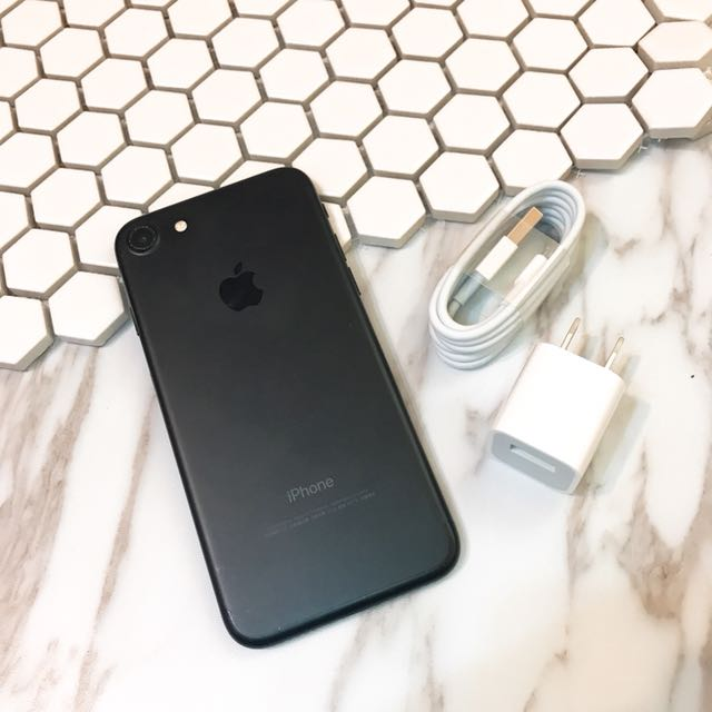 iPhone 7 128g black good function no box with charge