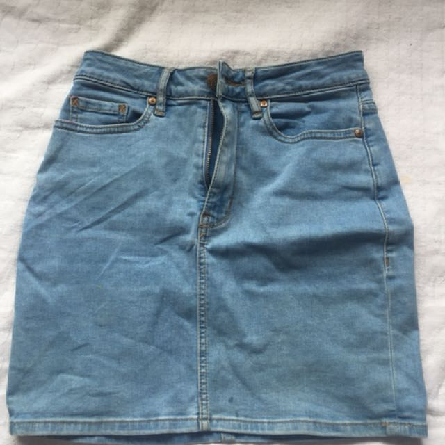 Lee stretchy denim skirt size 7