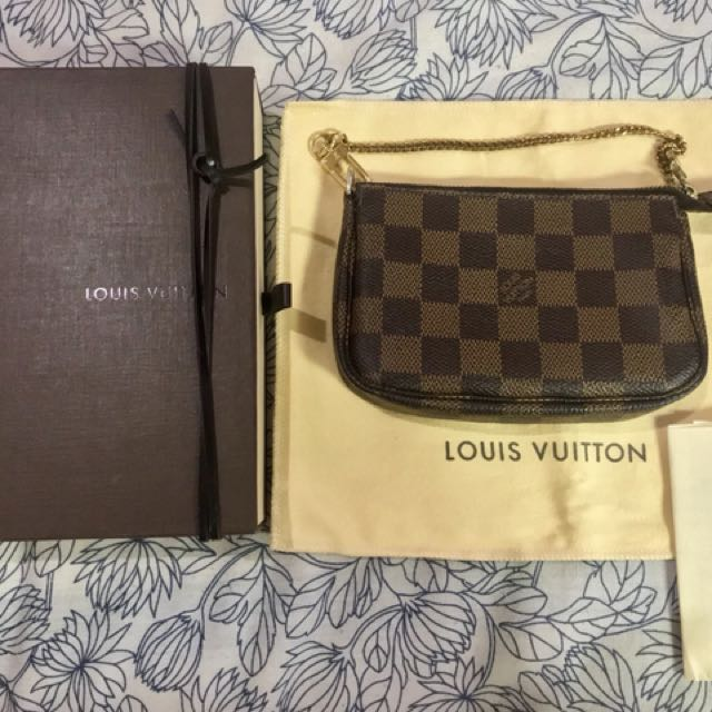 46c7908e8 Louis Vuitton Mini Pochette Accessoires Damier Ebene, Women's Fashion, Bags  & Wallets on Carousell