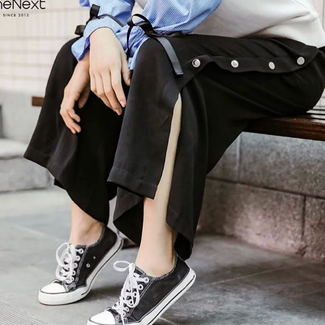 [NEW] Black side buttons pants