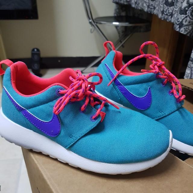 Nike roshe brand new