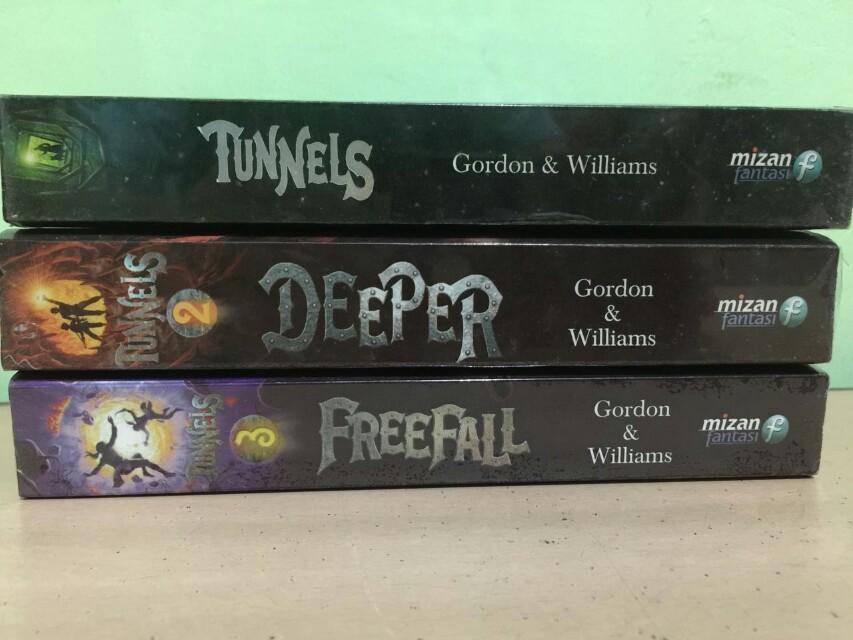 Novel seri Tunnels no 1-3