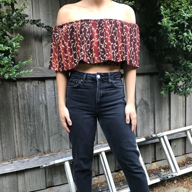 Off the shoulder vintage crop