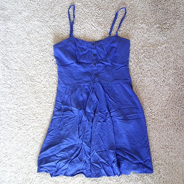 Periwinkle blue dress w/ pockets on the side