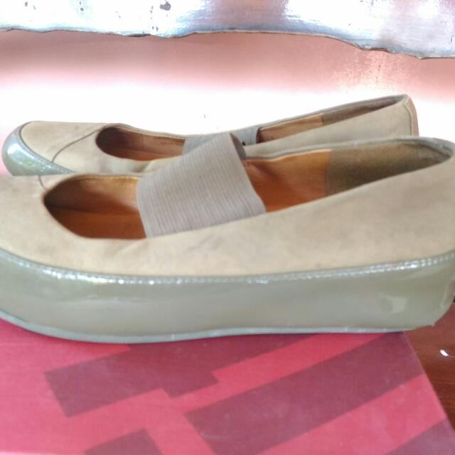 22657a7f76bc Repriced Preloved Fitflop US6