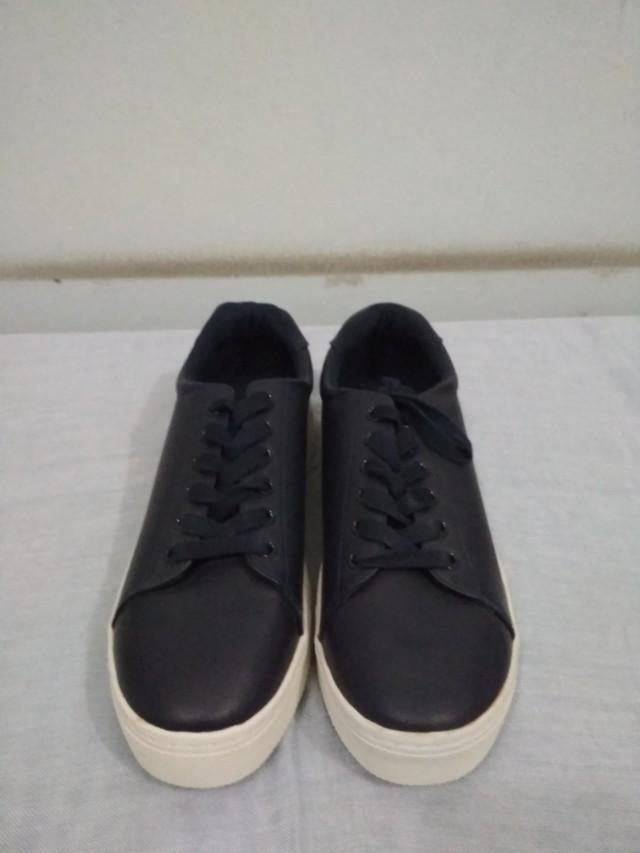 Sepatu h n m