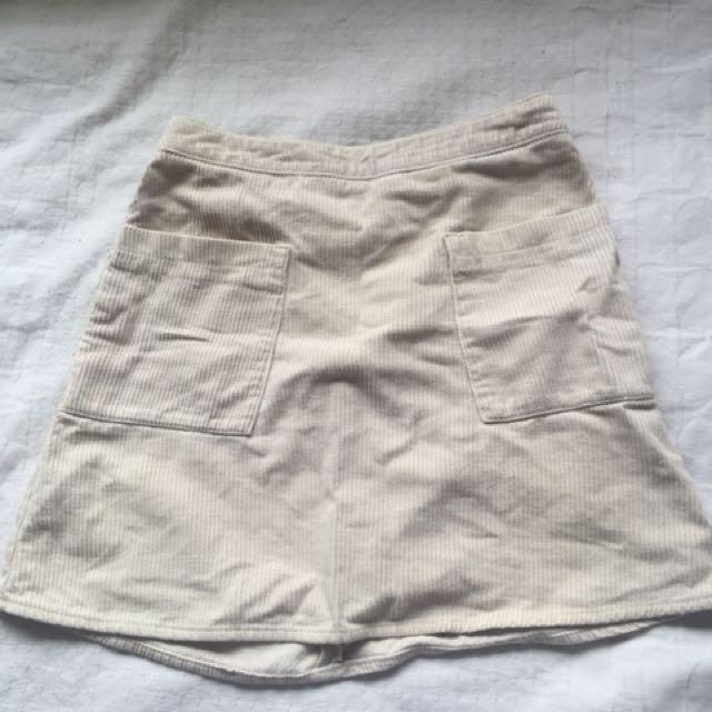 Subtitled corduroy skirt size 6