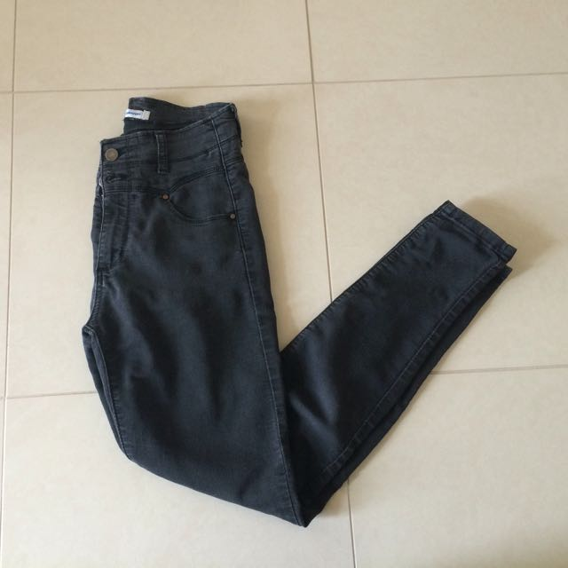 Valleygirl size 6-8 black high waisted jeans