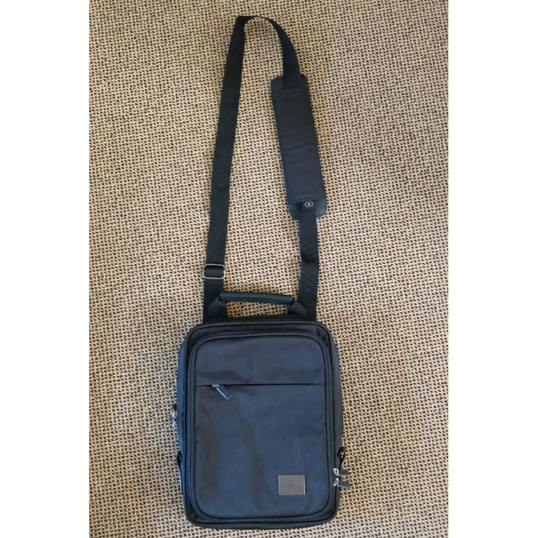 Victorinox Analyst 10 Shoulder Bag