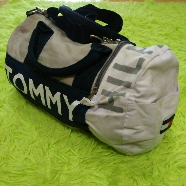 b1d46fc79aa Vintage 90 s Tommy Hilfiger Duffle Bag, Men s Fashion, Bags   Wallets on  Carousell
