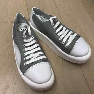 BELLY BUTTON( MADE IN JAPAN) size:22.5.(偏大一碼).購至日本。著過一次,9成半新。無盒。送多對鞋墊。