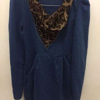 Baju biru motif leopard