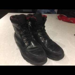 Waterproof Men's Cougar Boots (size 11)