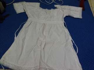 Dress putih renda