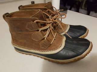 Sorel's Women's Out n About Leather Duck Boots Size 8