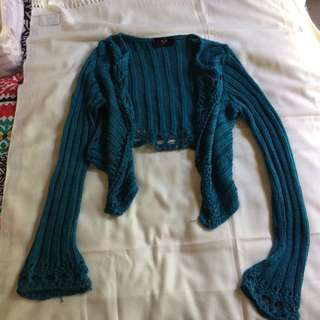Crop knit wearing