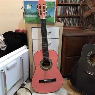 粉紅色中型吉他 木頭 近全新 附吉他袋