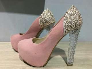 Sepatu heels pink (y)