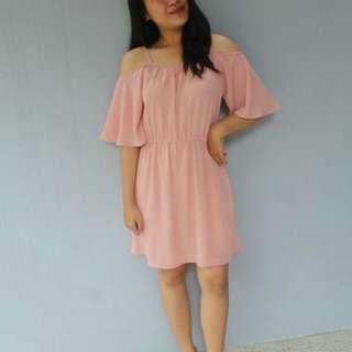 Sabrina dress ada woman pink kondisi masi cucok dipakai cuma untuk foto